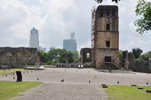 Les ruines de l'ancienne cathédrale sur le site de Panama Viejo
